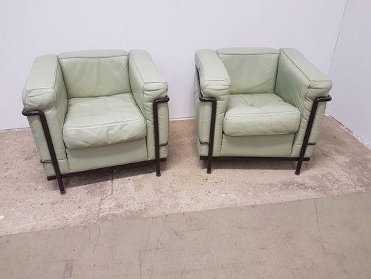 Vintage LC2 Sessel von Le Corbusier für Cassina, 2er Set bei Pamono ...