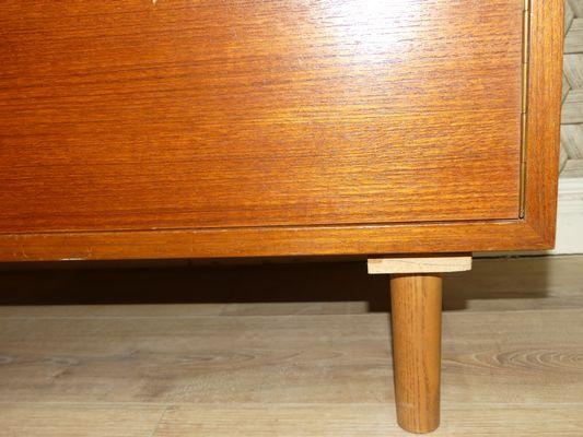 Credenza Con Cassetti Colorati : Credenza mid century in teak con cassetti vendita su pamono