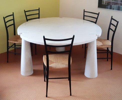 Mesa de comedor Eros redonda de mármol de Angelo Mangiarotti para ...