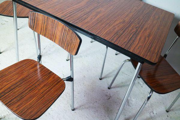 Tavolo da pranzo piccolo vintage in formica con quattro sedie