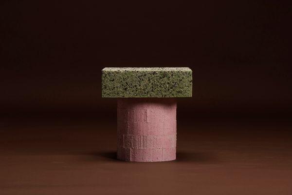Sgabello concretely happy rosa e verde di jonatan nilsson in