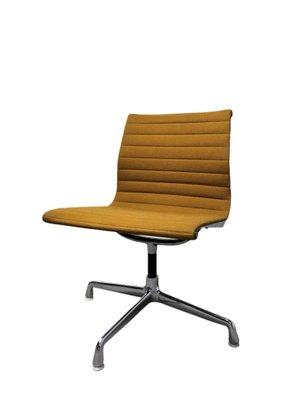 9b492628b Silla de escritorio EA108 vintage en amarillo de Charles & Ray Eames para Herman  Miller,