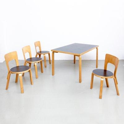 Tavoli E Sedie Stile Vintage.Tavolo E Sedie Da Pranzo Vintage Di Alvar Aalto Anni 70 In Vendita