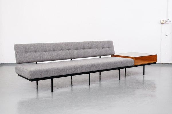 Mid Century Sofa Mit Beistelltisch Aus Nussholz Von Florence Knoll Bassett 1960er
