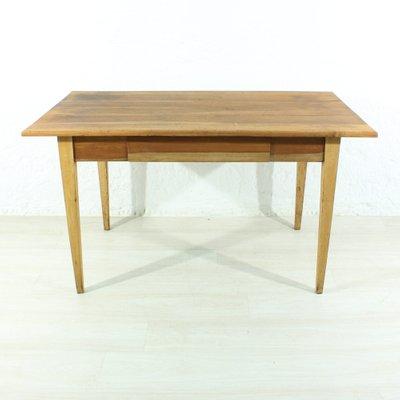Mesa de comedor antigua de madera de cerezo o escritorio, década de ...