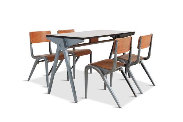 Industrieller Tisch Mit Kinderstühlen Von James Leonard Für Esavian