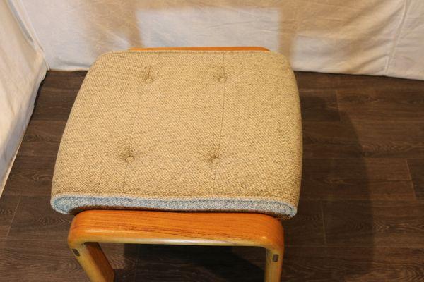 Sgabello quadrato grigio chiaro anni 70 in vendita su pamono