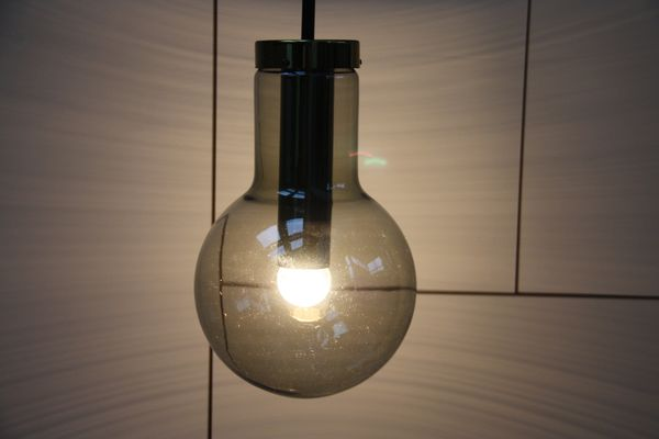 Lampada vintage in vetro fumé di frank ligtelijn per raak anni