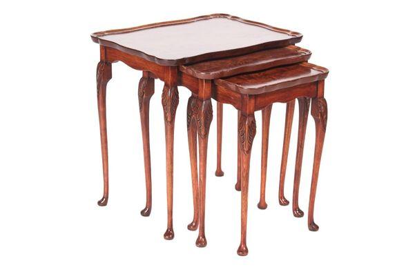 Antiker Tisch Aus Walnuss Wurzelholz 1920 3er Set Bei Pamono Kaufen