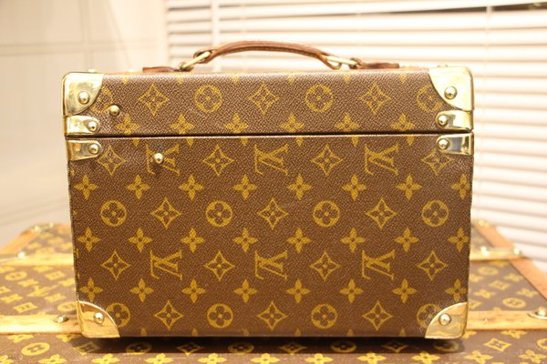 fdb4e967ee7a Vintage Train Case from Louis Vuitton for sale at Pamono