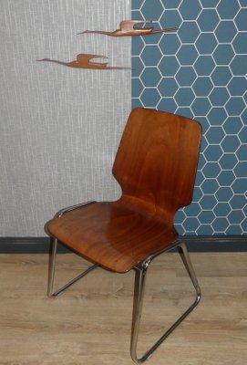 Sillas de oficina de madera curvada y metal cromado, años 60. Juego ...