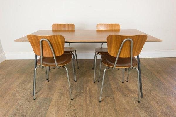 Tavolo da pranzo nr. 667 con sedie di Robin & Lucienne Day per Hille, anni  \'60