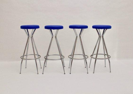 Sgabelli da bar in metallo cromato e similpelle blu anni 50 set