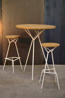Tavolo BODENN alto con due sgabelli di Kinkl in vendita su Pamono