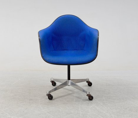 Admirable Dar Swivel Chair By Charles Ray Eames For Herman Miller 1969 Andrewgaddart Wooden Chair Designs For Living Room Andrewgaddartcom