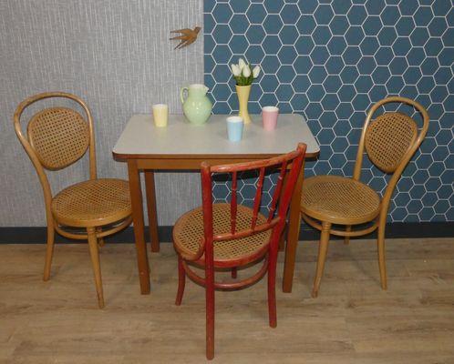 Tavolo da cucina piccolo in legno e formica, anni \'50 in vendita su ...