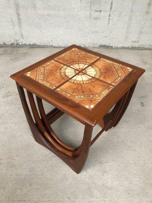 Tavoli ad incastro Mid-Century in teak e ceramica di G-Plan in ...