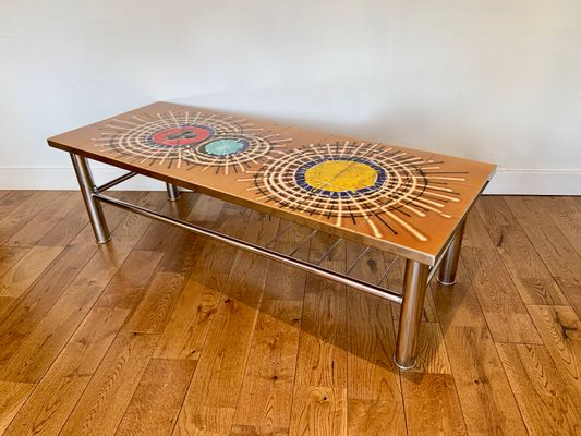 Tavolino da caffè vintage con mattonelle di juliette belarti in