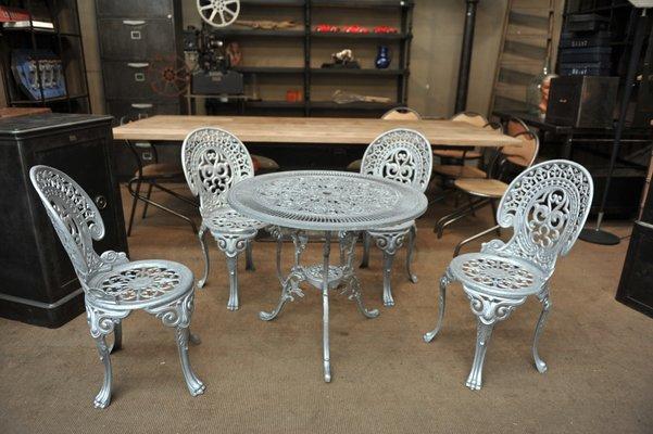 Gartenstühle aus Aluminium mit Tisch, 1970er, 4er Set