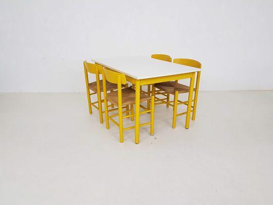 Tavolo Allungabile Giallo : Tavolo da pranzo j giallo con quattro sedie di børge mogensen