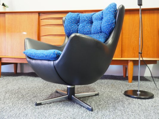 Kinder Egg Chair.Mid Century Egg Chair Fur Kinder Aus Schwarzem Vinyl Von Arne Jacobsen