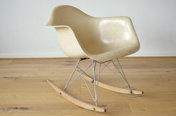 Rar Schaukelstuhl Aus Glasfaser Von Charles Ray Eames Für Herman