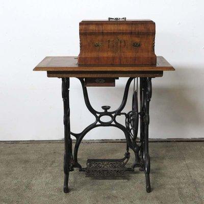 Table De Travail Art Nouveau Avec Machine A Coudre De Haid Neu 1900s