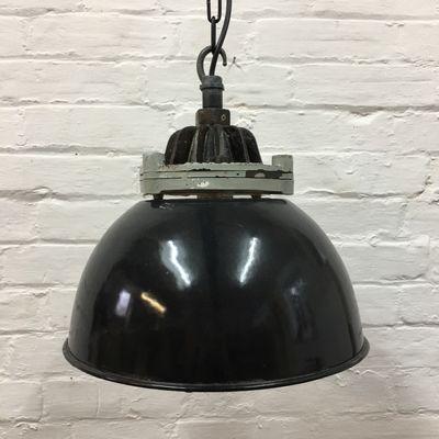 lampe à suspension industrielle noire de revo, 1950s en vente sur pamono