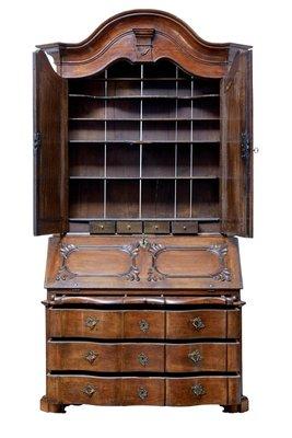 Scrittoio in legno di quercia intagliato, XVIII Secolo in vendita su ...