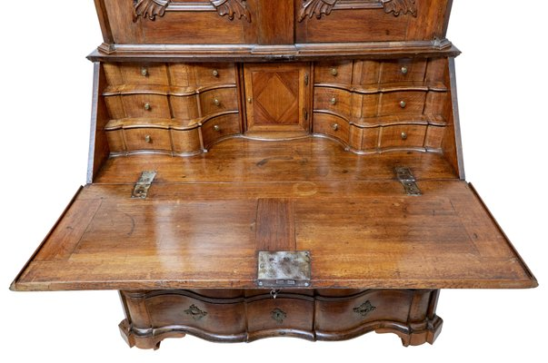 Scrittoio in legno di quercia intagliato, XVIII Secolo