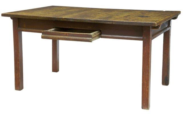 Mesa de cocina sueca rústica antigua de nogal pintado, década de 1780