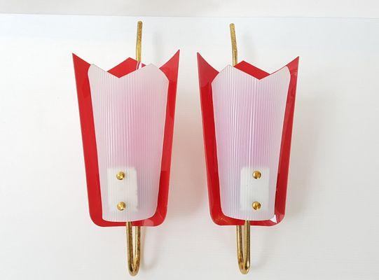 Lampade da parete in ottone plexiglas e plastica rossa anni