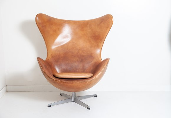 Vintage Egg Chair With Footrest By Arne Jacobsen For Fritz Hansen For Sale At Pamono