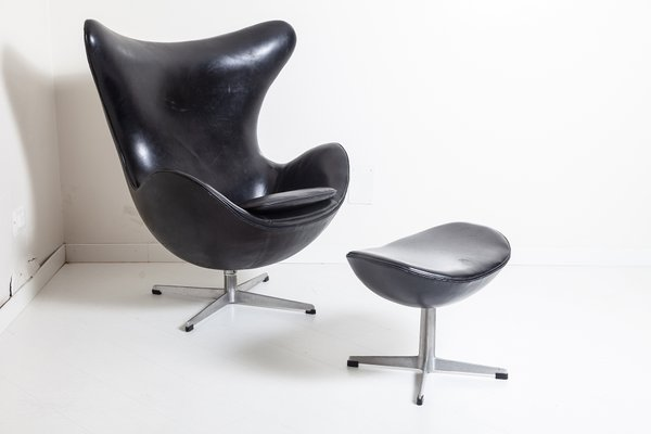 Egg Chair With Footrest By Arne Jacobsen For Fritz Hansen 1950s For Sale At Pamono