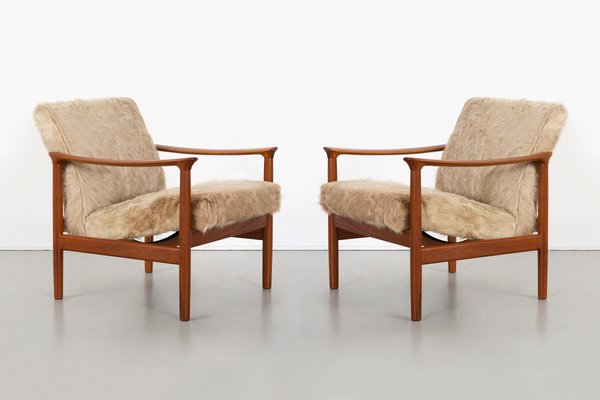 Cool Mid Century Modern Lounge Chairs In Brazilian Cowhide From Westnofa Set Of 2 Evergreenethics Interior Chair Design Evergreenethicsorg