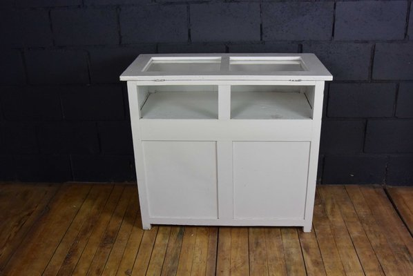 Legno Bianco Vintage : Bancone vintage in legno bianco e vetro anni in vendita