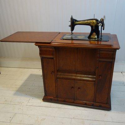 Meuble Antique Avec Machine A Coudre De Singer 1915