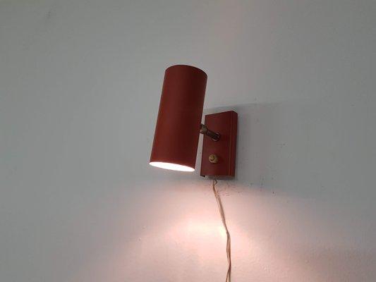 Applique minimalista rossa di j j m hoogervorst per anvia anni