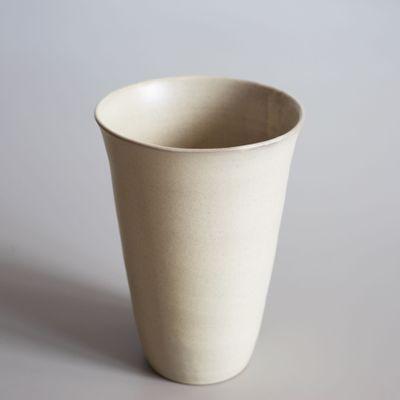 ce2b6f7f69a02b Cremefarbene handgefertigte Vase von Studio RO-SMIT bei Pamono kaufen