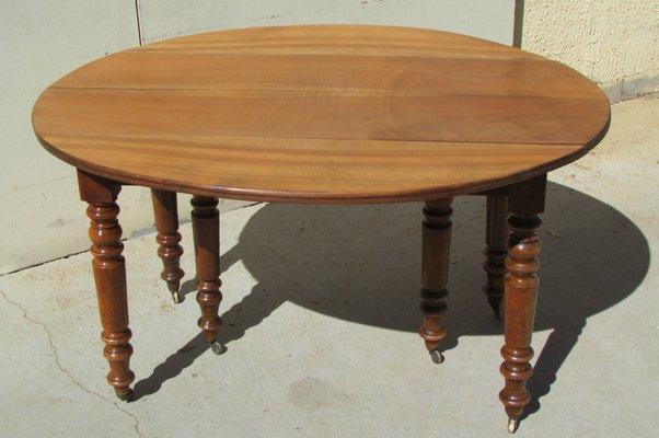 Tavolo antico allungabile in legno di noce in vendita su Pamono