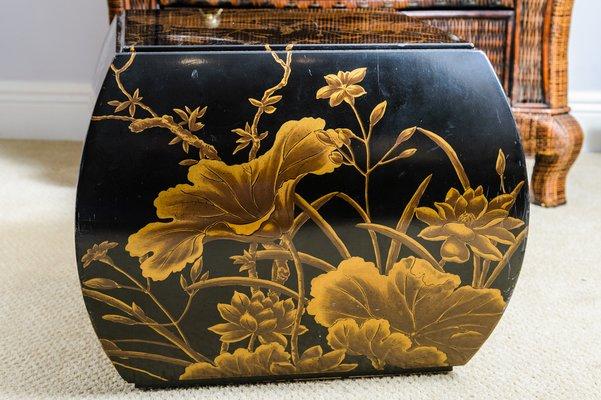 Sgabello vintage laccato e dipinto a mano in nero e oro cina in