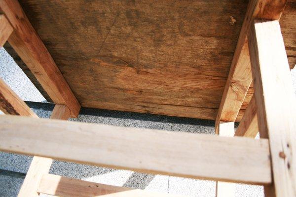 Tavolo da lavoro rustico in legno di castagno, anni \'50