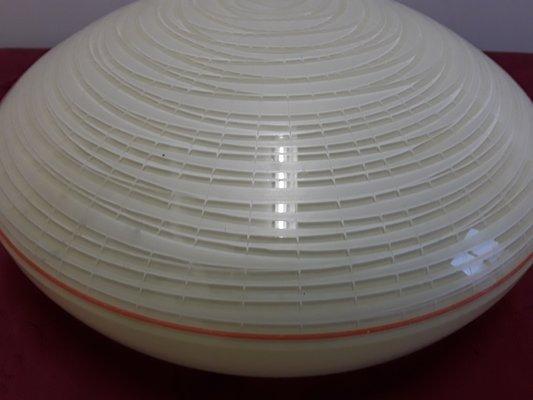 Runde flache Deckenlampe aus Glas mit versteckter Halterung, 1920er