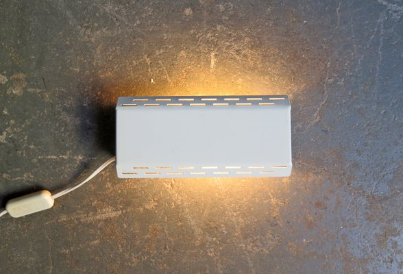 Lampada da parete orientabile in metallo laccato bianco di massive