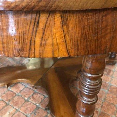 Mesa de comedor antigua de nogal en venta en Pamono