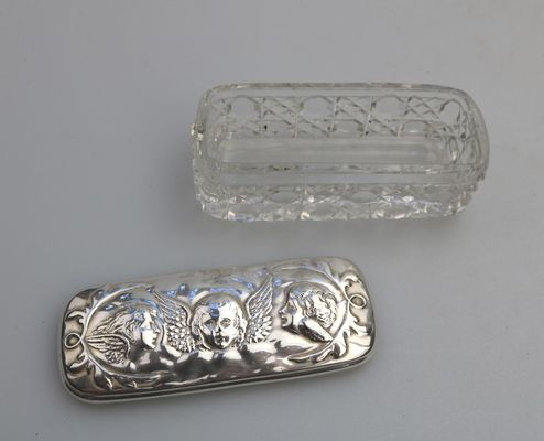 Lampadario Antico Con Angeli : Scatola antica con angeli in argento massiccio di reynolds di