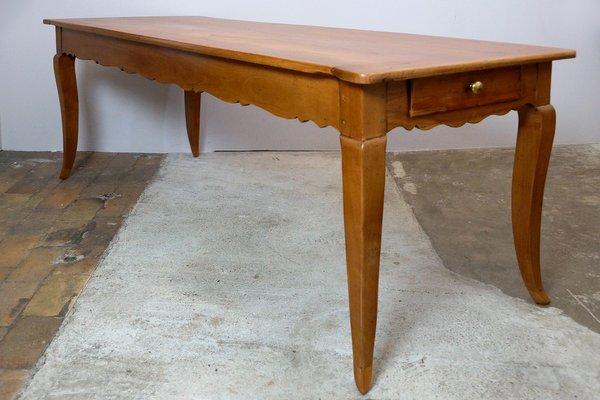 Mesa de comedor Biedermeier antigua de madera de cerezo