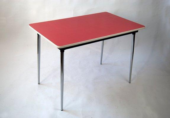 Juego de mesa de cocina y tres sillas de formica roja, años 60 en ...