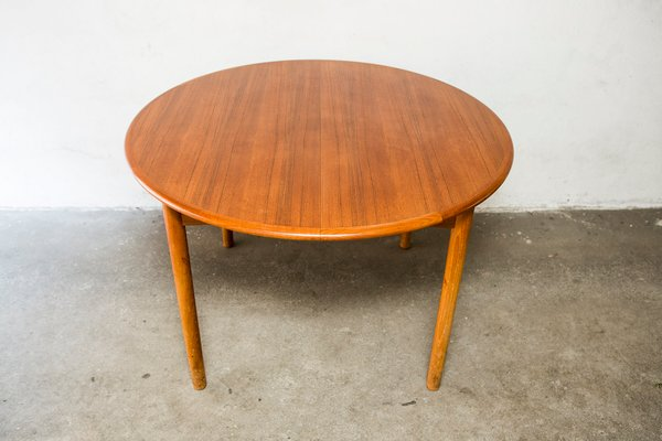 Ordinaire Round Danish Teak Dining Table With Extensions, 1960s
