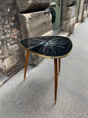 Tavolo piccolo in legno e vetro, Italia, anni \'50 in vendita su Pamono